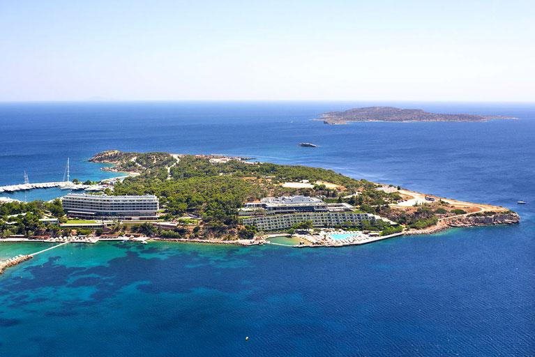 Выставлен на продажу один из крупных гостиничных комплексов Афинской Ривьеры