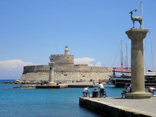 На острові Родос увійшла в дослідну експлуатацію нова пристань для яхт