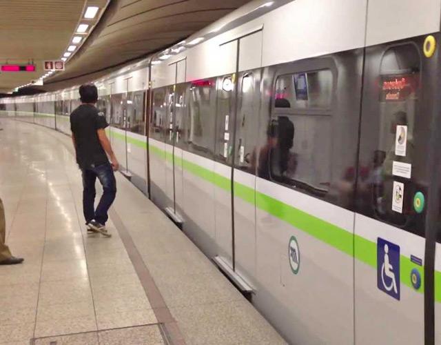 Составы нового поколения в метро Афин.