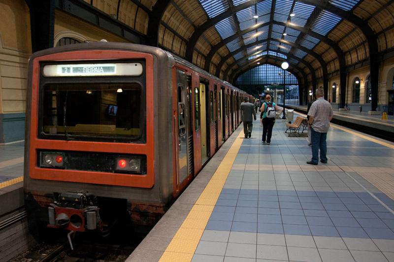 Метро в Афинах является наиболее эффективным и быстрым средством передвижения