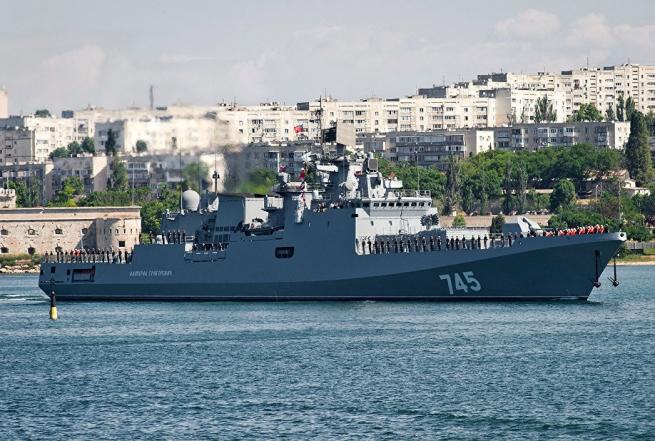 Российский сторожевой корабль «Адмирал Григорович» в порту Корфу
