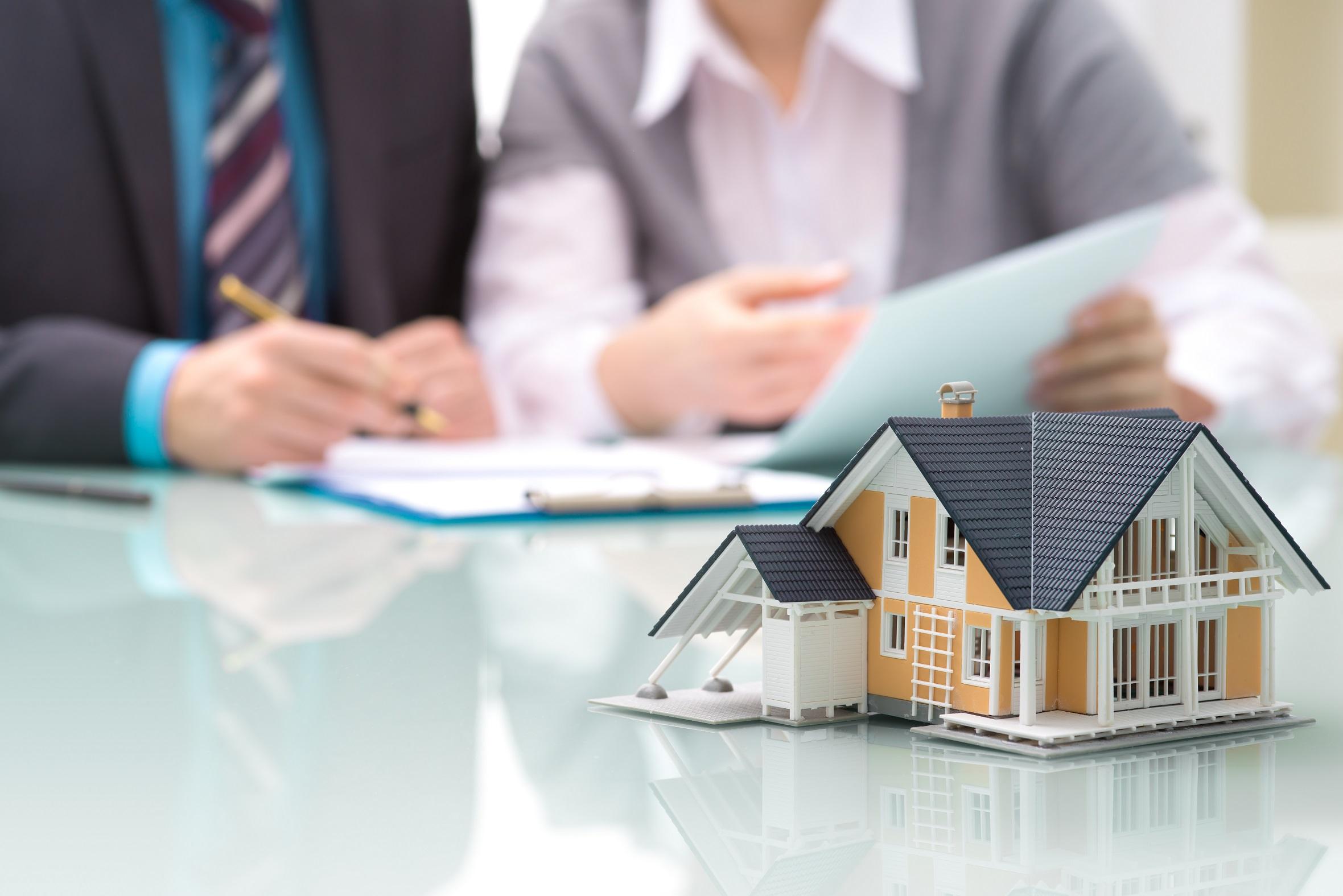 Forbes - время для инвестиций в сфере греческой недвижимости