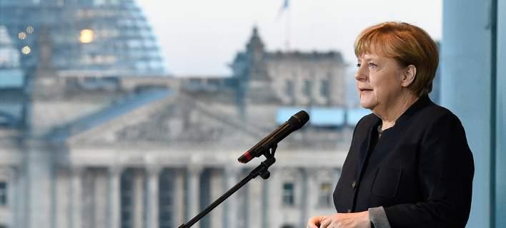 DW: Η Μέρκελ θα απογοητεύσει τον Ομπάμα για το ελληνικό χρέος