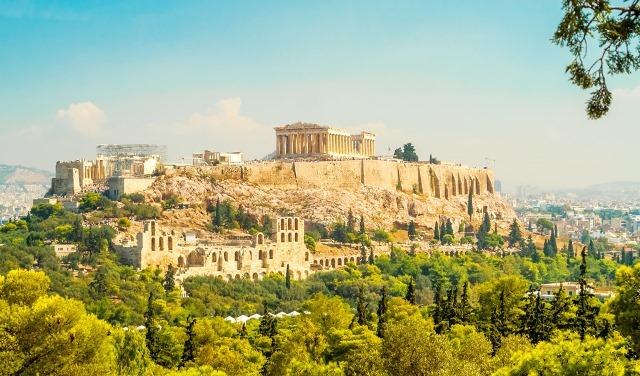 Афинский аэропорт принимает все больше туристов со всего мира