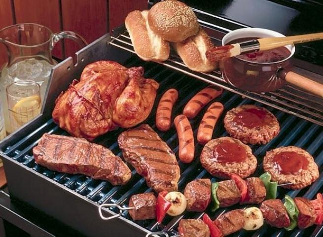 У Греції святкують М'ясоїд - Цікнопемпті