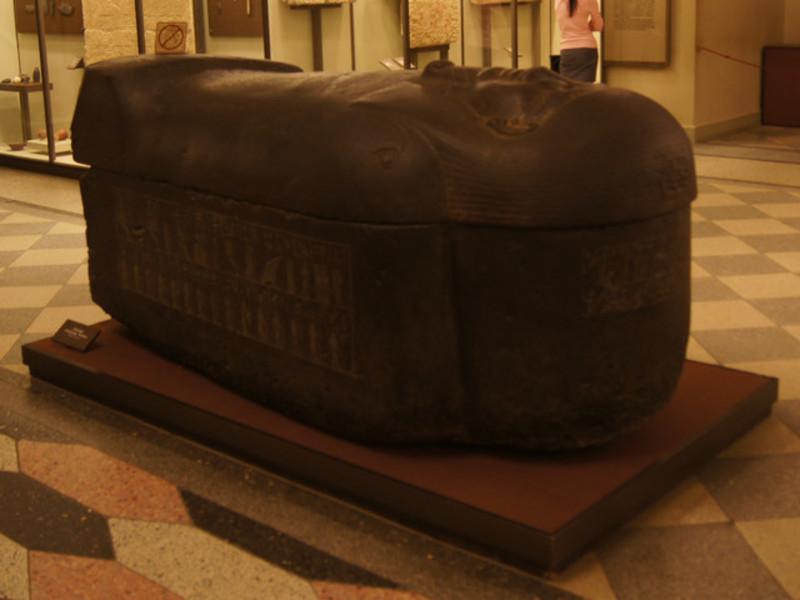 США вернули Греции украденный древний мраморный саркофаг.