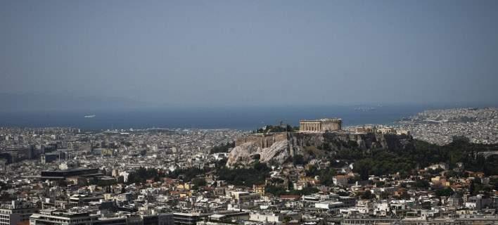 Le Monde: Οι Έλληνες ξεπουλάνε στους ξένους τα ακίνητα στο κέντρο της Αθήνας