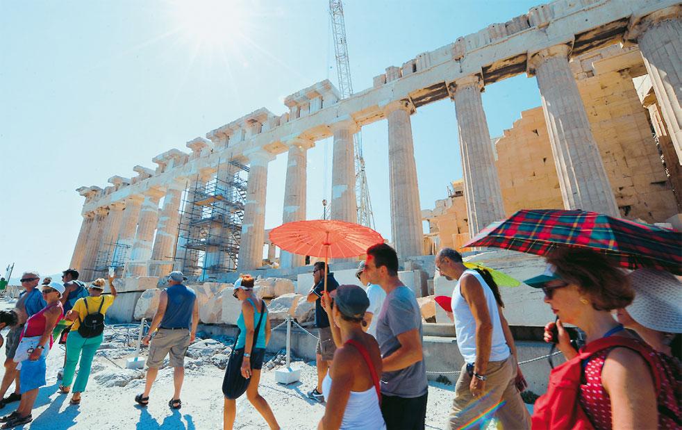 EOT: Πάνω από 30 εκατομμύρια τουρίστες στην Ελλάδα το 2017