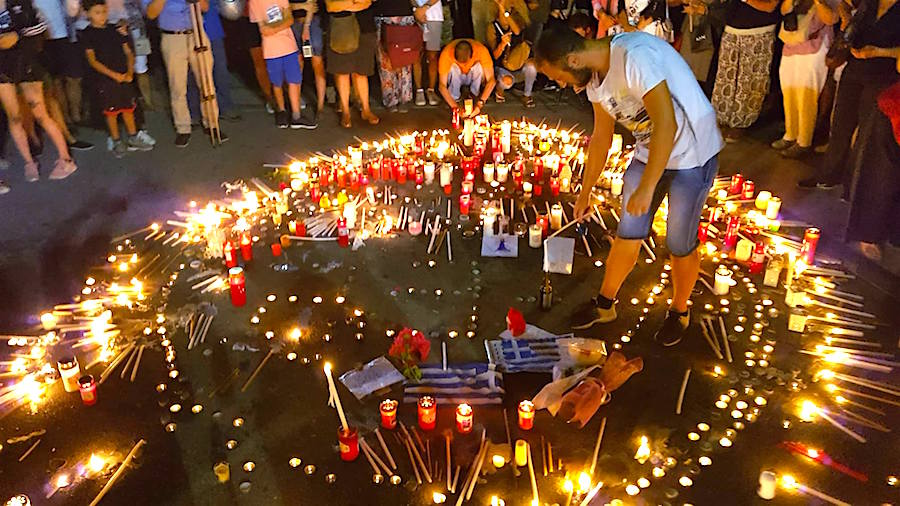 Hundreds Gather in Athens for Candle Rally to Honor Fire Victims