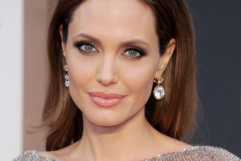 Анджелина Джоли вместе с новым партнером Киану Ривзом отдыхают в Греции