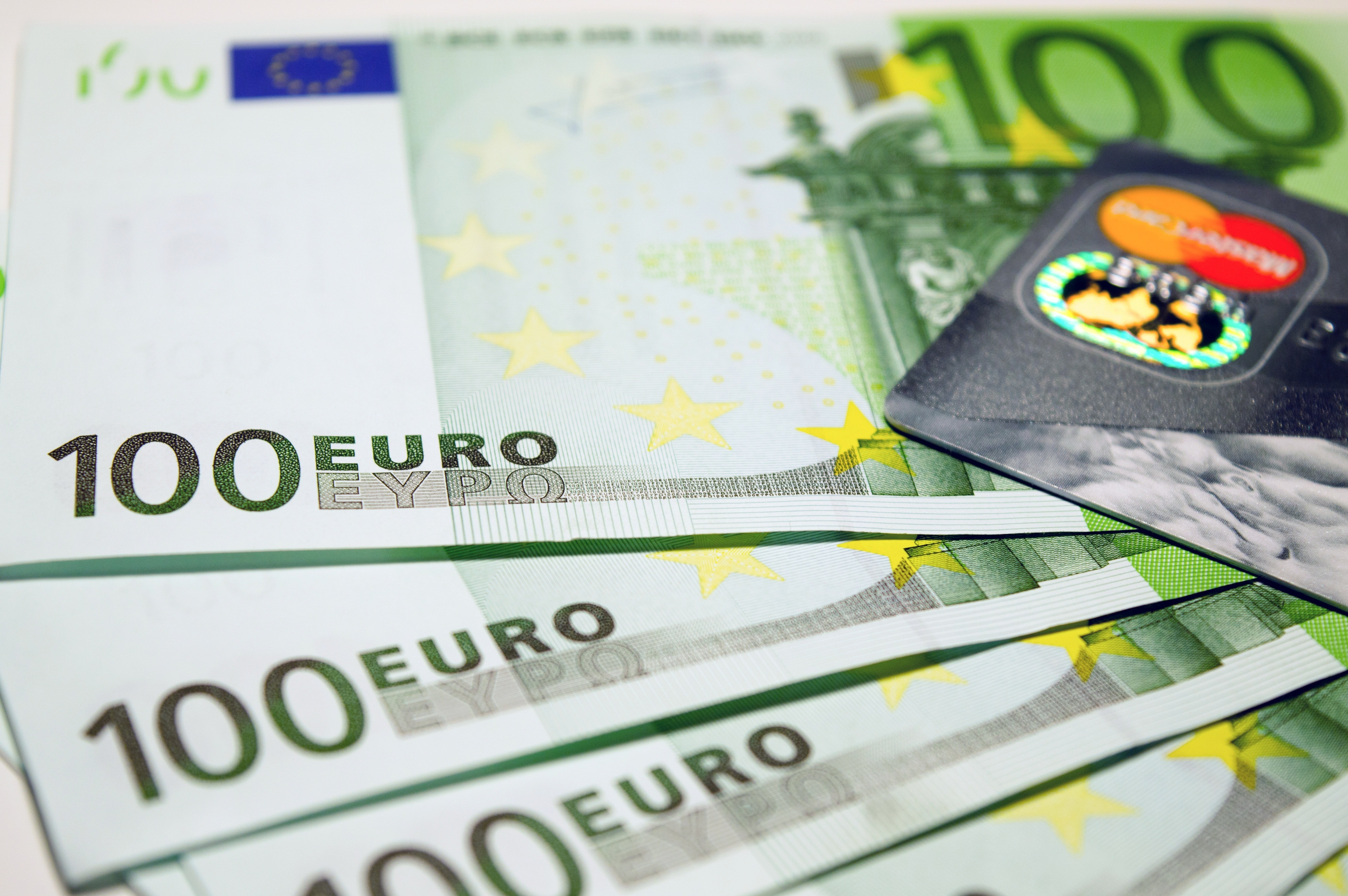 The design of banknotes of €100 and €200 was updated in Europe