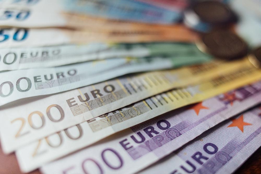 Українцям дозволили інвестувати за кордон до 100 тис. євро на рік