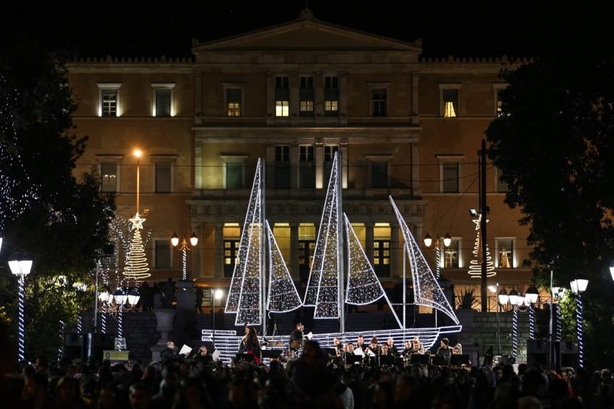 Σε χριστουγεννιάτικους ρυθμούς η Αθήνα