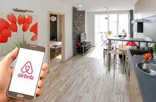 """Η Airbnb """"σκεπάζει"""" την Αθήνα με 500.000 διανυκτερεύσεις ετησίως- Δείτε τον χάρτη με τα ακίνητα"""