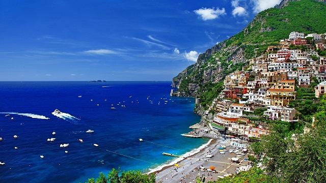 Греция занимает лидирующее место в списке направлений по туризму