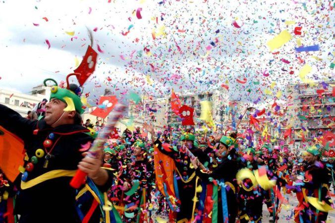 Выставка карнавальных нарядов в Афинах