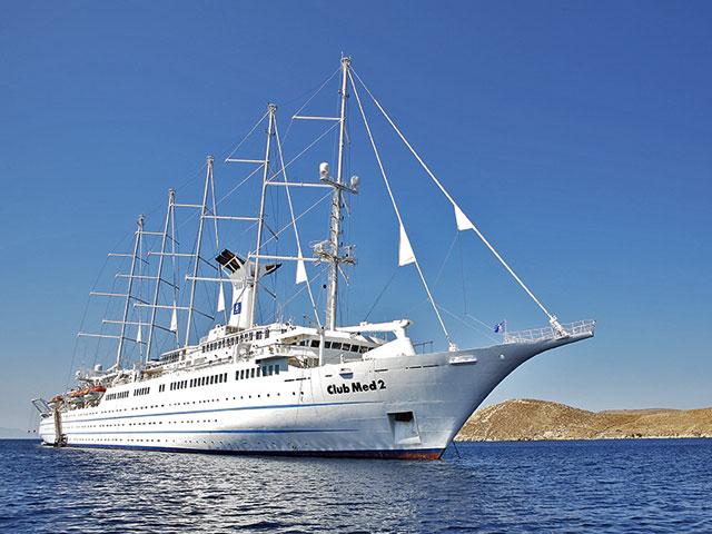 Всемирноизвестный  круизный лайнер Deluxe  -  Club Med 2  на острове Хиос