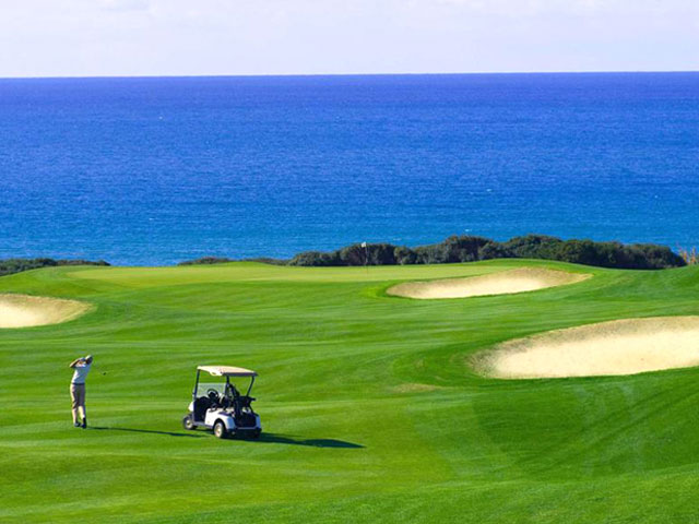 Golf: a way to attract high-quality tourism and the fight against seasonality.