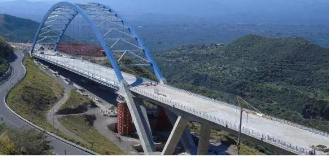 Арочный  мост в Цаконе на Пелопоннесе