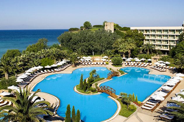 Приезжающих на отдых в Грецию с каждым годом становится больше!
