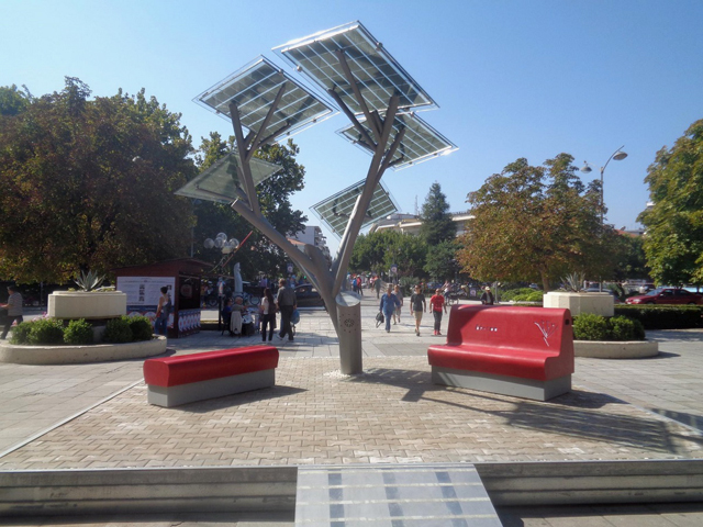"Trikala bloomed ""solar tree"""