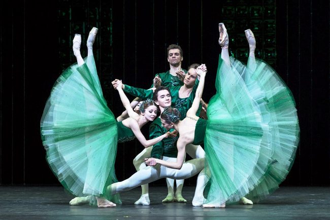 "Broadcast of the ballet ""Jewels"" performed by artists from the Bolshoi in Megaron Mousikis"