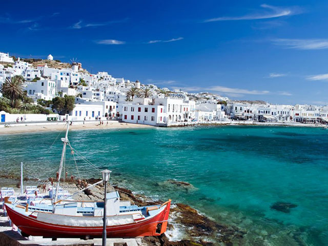 ''Free Zone'' In Mykonos and Santorini.