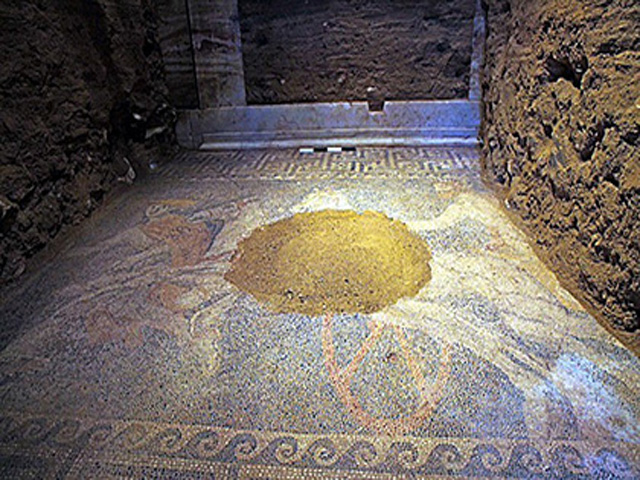 In Greece, found mosaic of Alexander the Great times