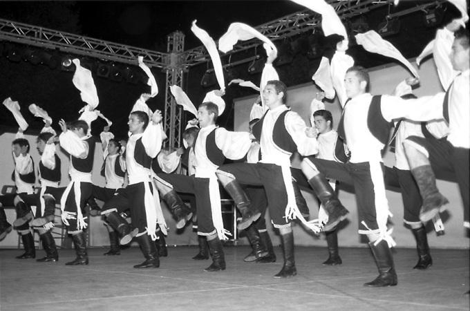 «Хасапико» - 150 танцоров на Миконосе!