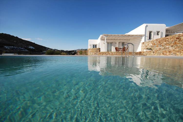 Несколько причин, почему нужно приобрести недвижимость в Греции