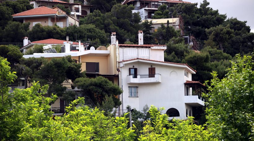 Greek Owners Will Pay an Extra €1,000 If They Want to Rent or Sell a House