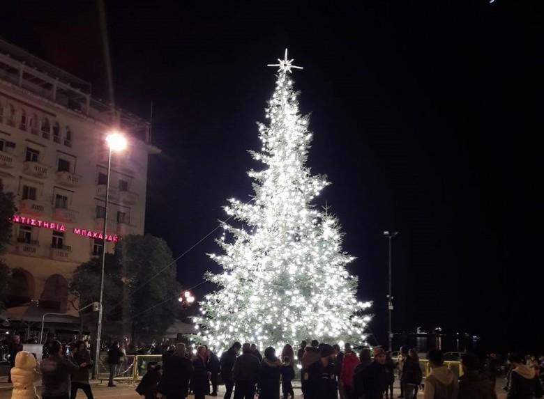 Рождественская ель установлена в Салониках