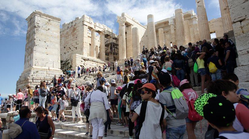 Ο Economist εύχεται «kalo taxidi» στους τουρίστες
