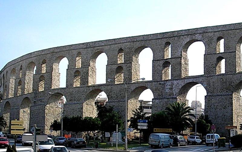 Кавала - крупный живописный греческий город на берегу Эгейского моря