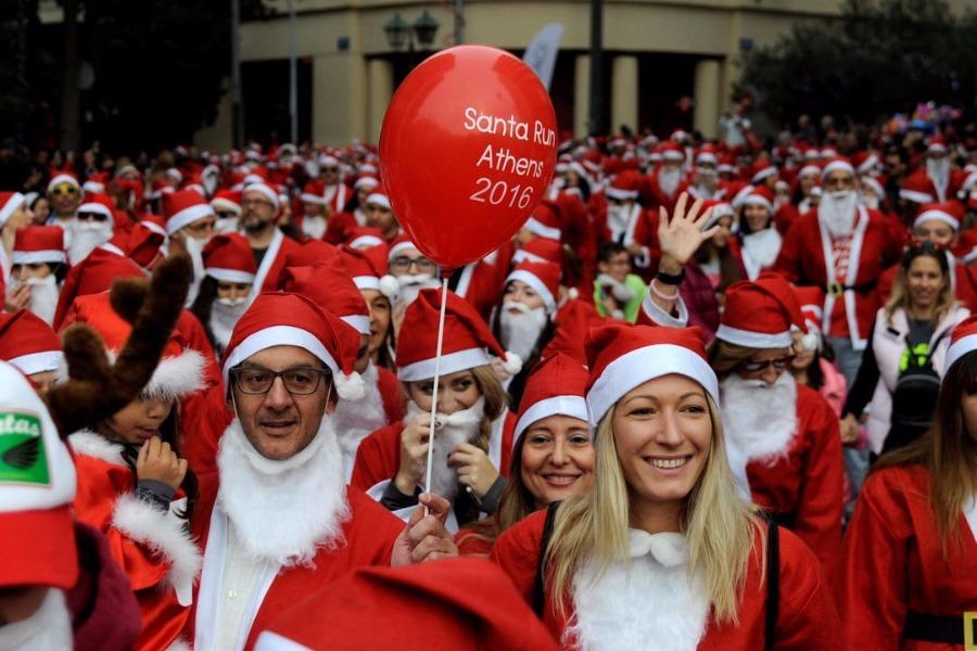 Athens Santa Run: Γέμισε με Αγιους Βασίληδες η Αθήνα