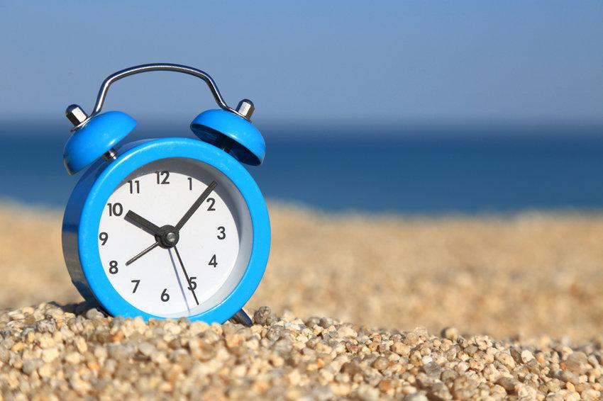 Греция переводит часы на летнее время!