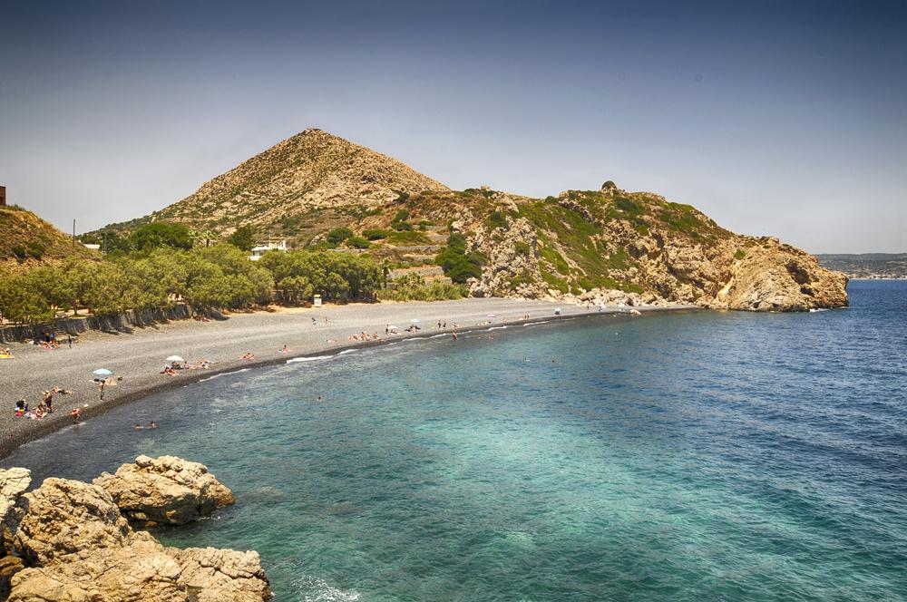 """Уникальный """"чёрный пляж"""" в Греции"""