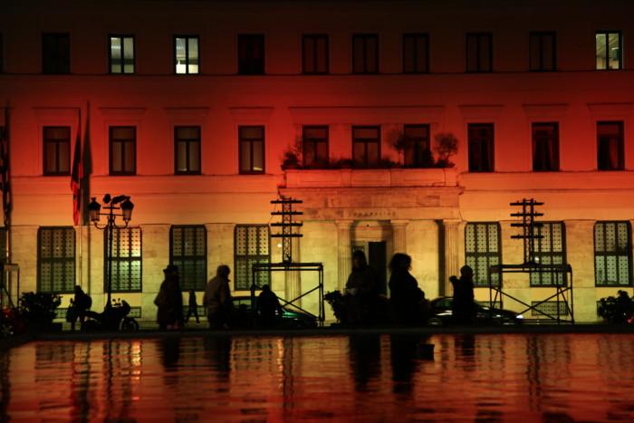 Στα χρώματα της γερμανικής σημαίας το δημαρχείο της Αθήνας