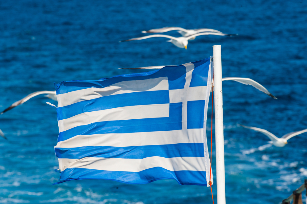 Гигантский греческий флаг на острове Калимнос