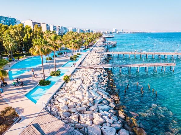 Кіпр «заморожує» програму з видачі «золотих паспортів»