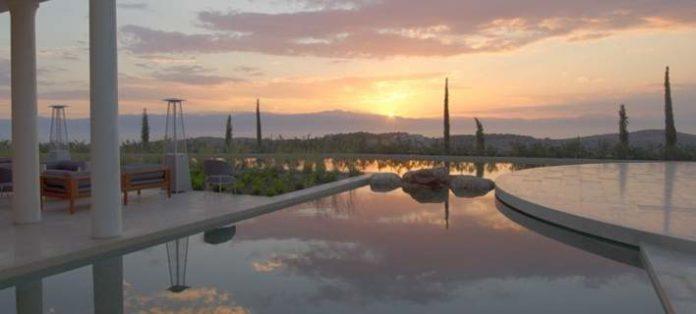 Greek Hotel Is the Top Luxury Hotel in Europe