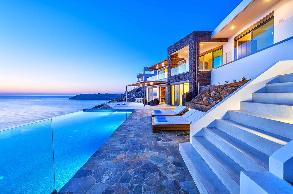 Звезды Голливуда покупают недвижимость в Греции