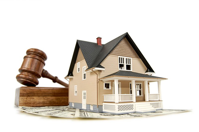 Notaries Claim Businessmen Offspring's House Auctions are Deliberately Abolished