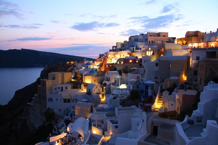 Остров Санторини занял второе место среди самых романтичных мест в мире