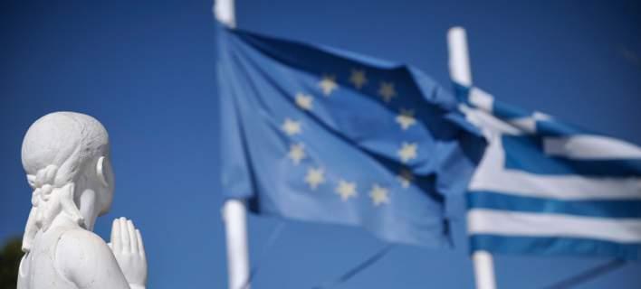 EUobserver: Η ελληνική έξοδος από το πρόγραμμα διάσωσης παίρνει μορφή