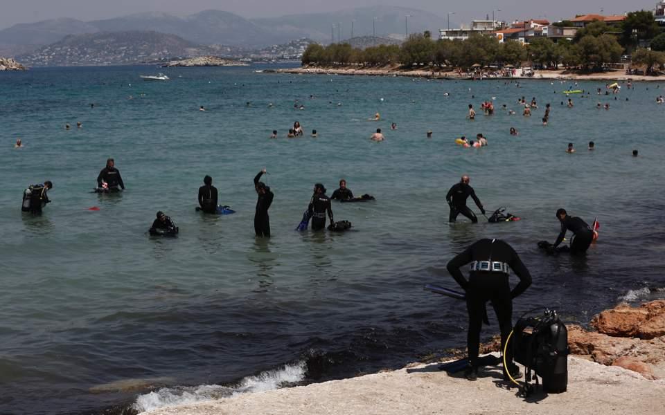Greek-American Students Clean up Attica Beach