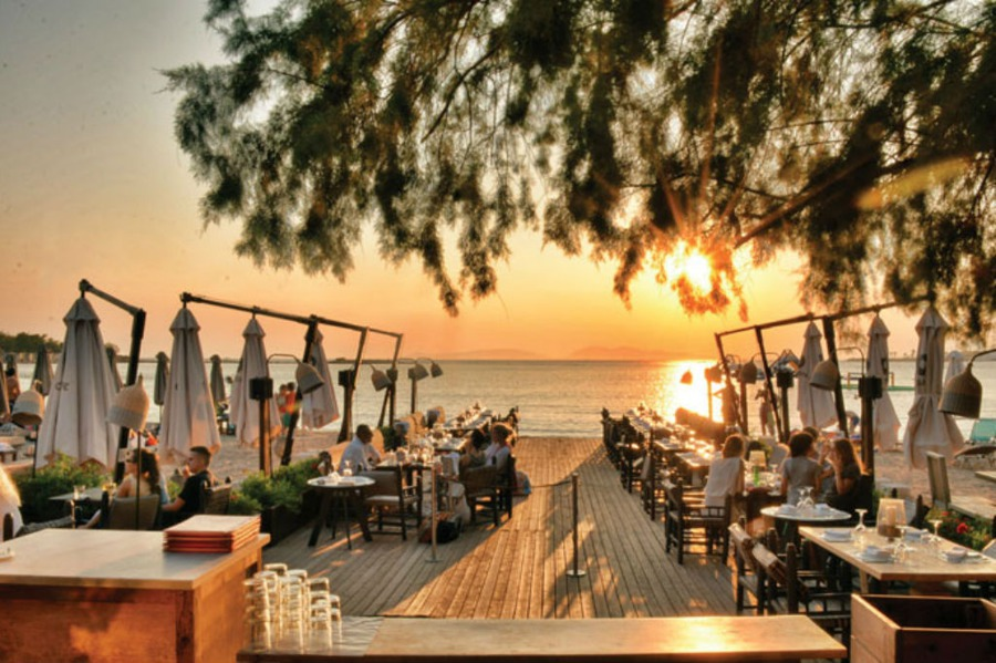 Top 5 Picks for Beachside Bars Near Athens