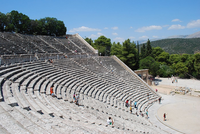 Australian Tourists Are the Biggest Spenders in Greece
