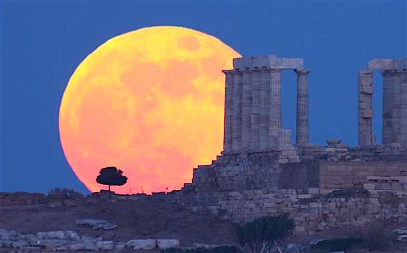 Athens Prepares for August Full Moon and Partial Eclipse on Monday