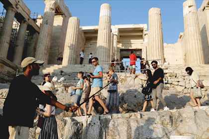 Российских туристов предупредили о нехватке мест на Кипре и в Греции